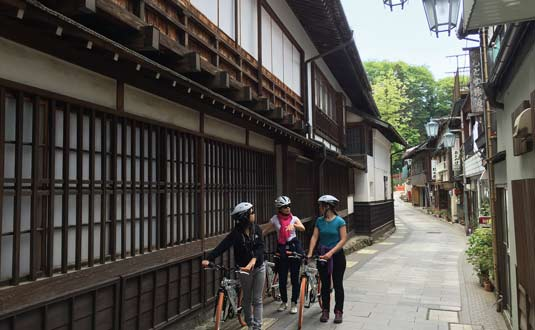 Cycling tour at Shibu onsen after seeing the snow monkeys