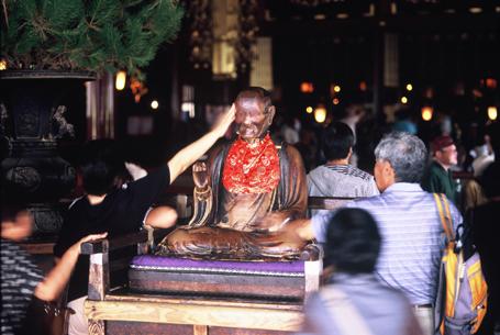 Statue of Binzuru at Zenko-ji temple