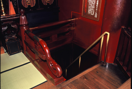 Zenko-ji kaidan stairs