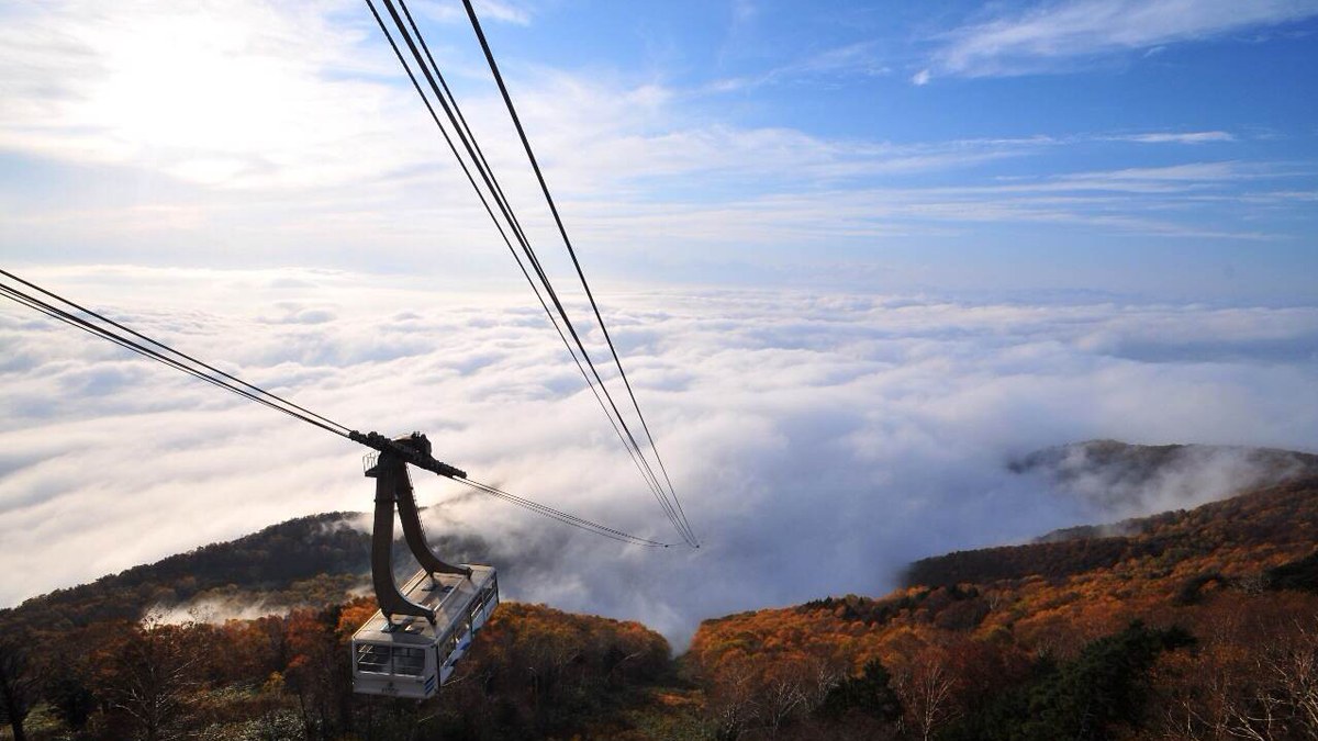 Ryuoo ropeway with a sea of clouds