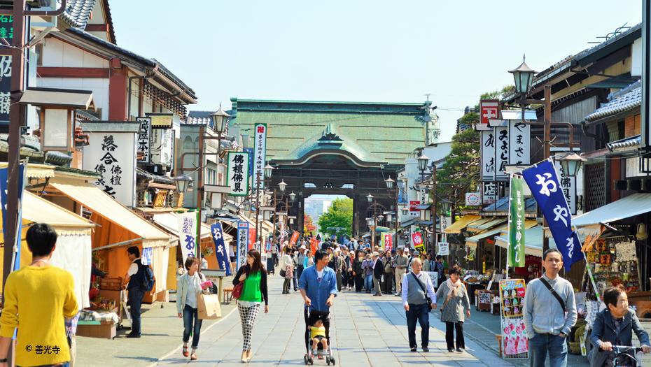 Nakamise street at Zenko-ji temple