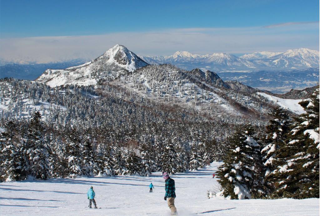 Shiga-kogen Highlands snowboarding