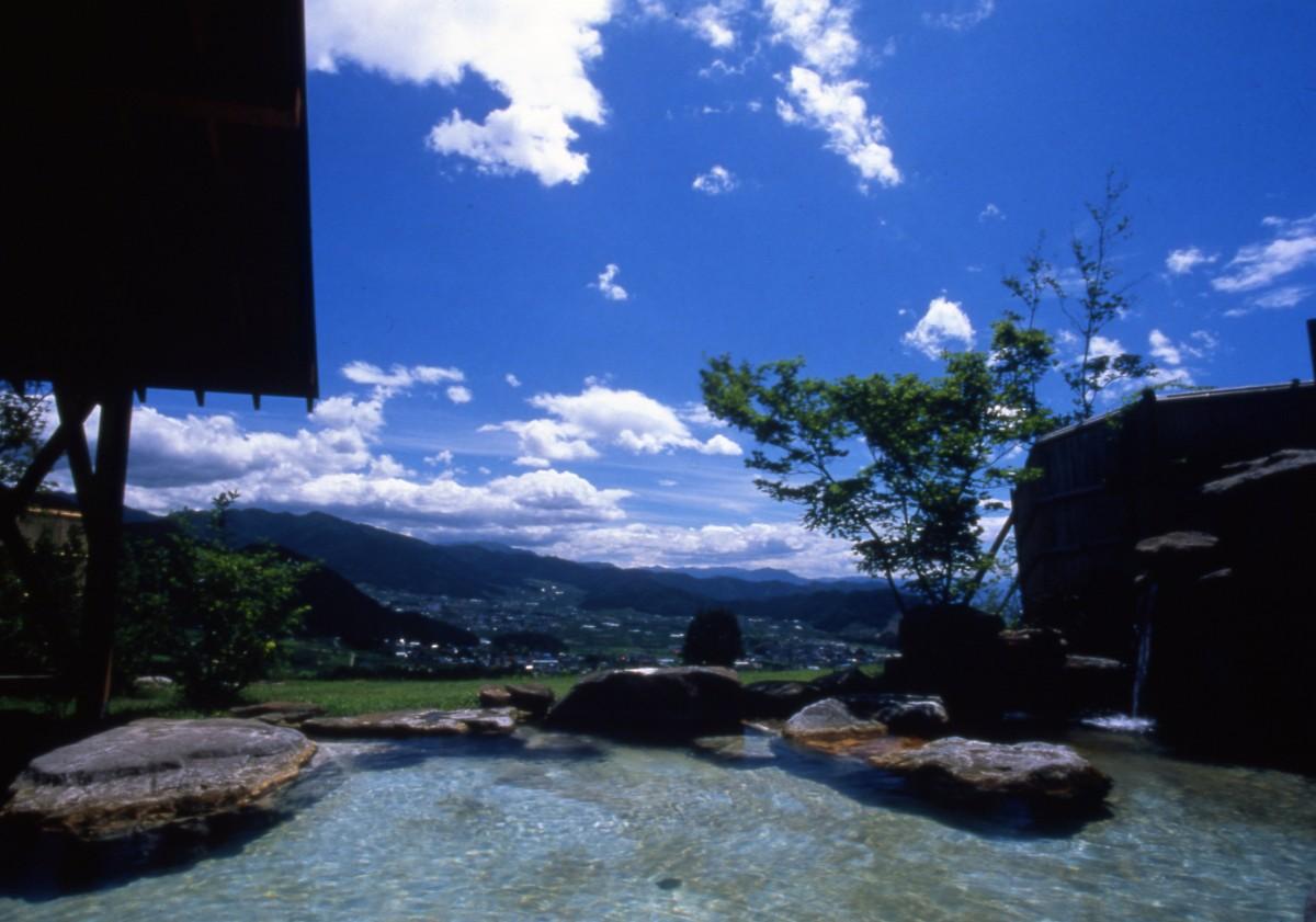 yomase onsen open-air bath『Toumi no yu』よませ温泉露天風呂『遠見の湯』