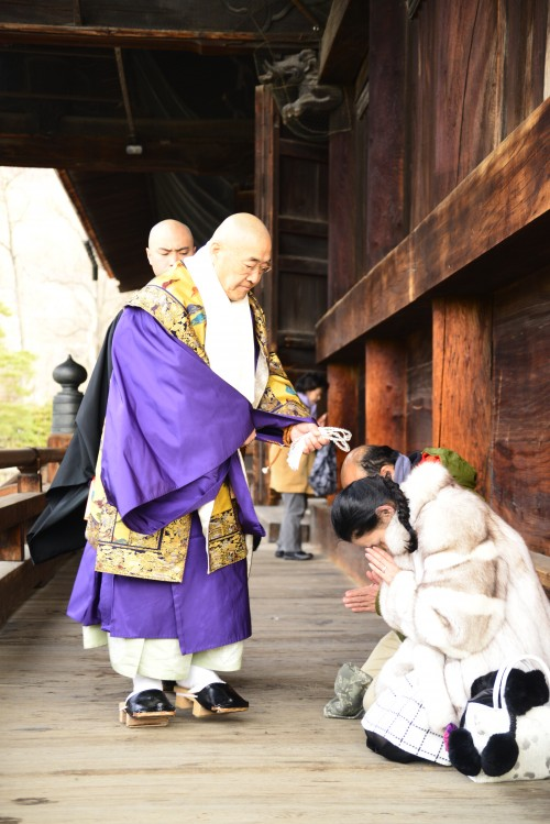 O-juzu chodai ceremony at Zenko-ji temple