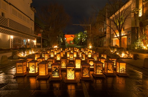 Ideal location to enjoy Nagano's Tomyo Lantern Festival