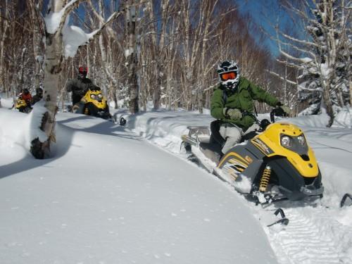 志贺高原的雪地摩托运动