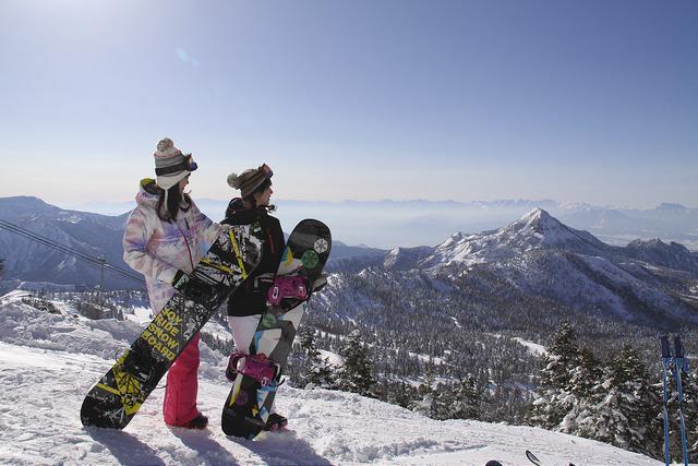 Shiga Kogen winter ski landscape 2 people