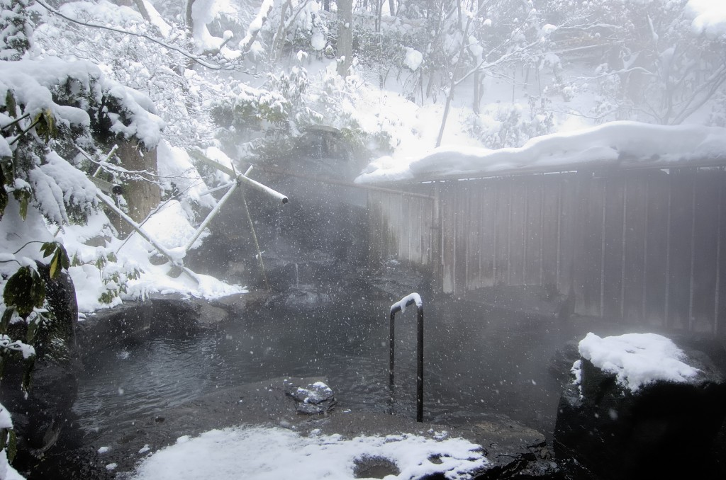 Senjukaku hot spring in winter