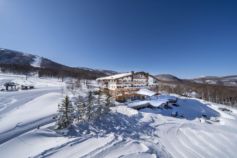 奥志賀基地的欧式自由滑雪进出豪华酒店