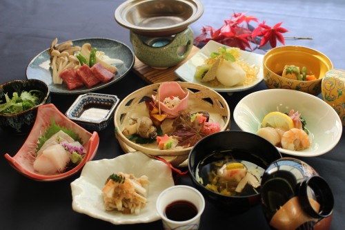 Senjukaku is renowned for its traditional 'kaiseki' (multi-course) meal service