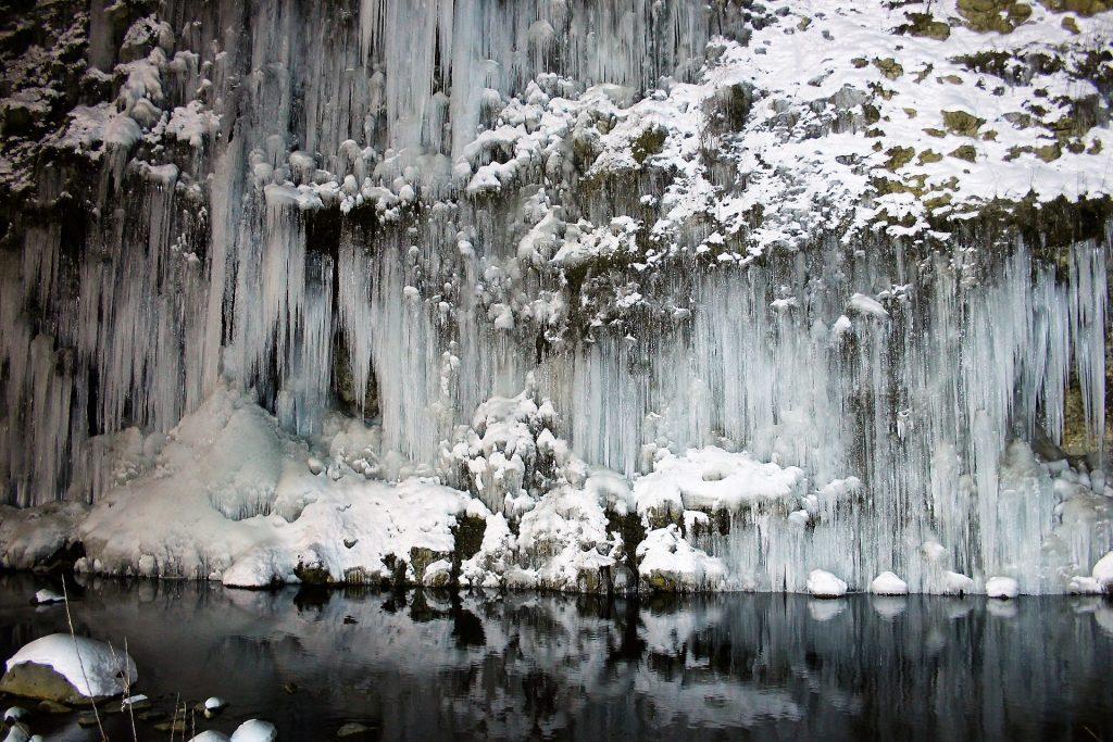 kiso-shirakawa-ice-pillar
