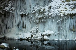 kiso-shirakawa-ice-pillars