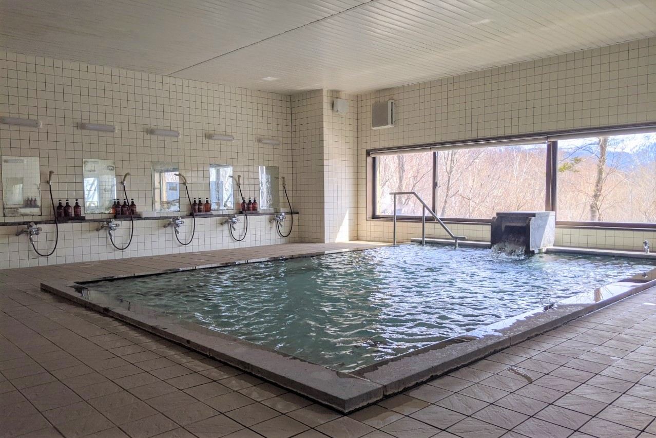 在酒店的温泉中放松身心,放飞心情