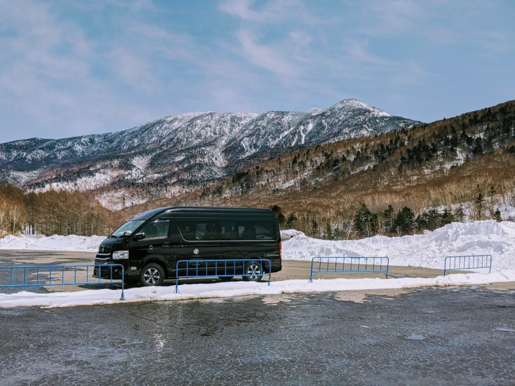 snow-monkey-resorts-vehicles-hiace-shiga-bus-charter