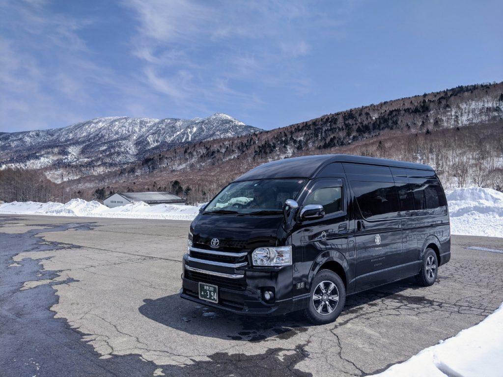snow-monkey-resorts-vehicles-hiace-shiga