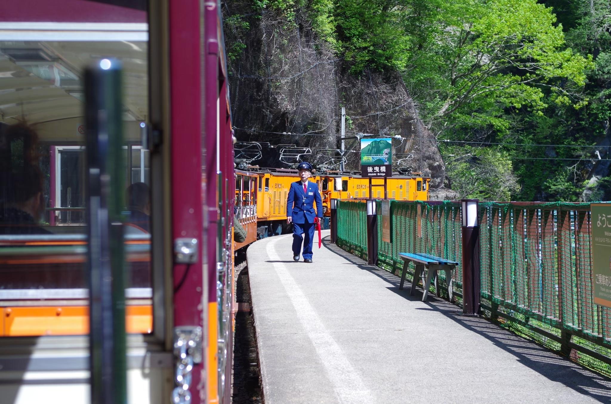 乘坐黑部峽谷鐵路