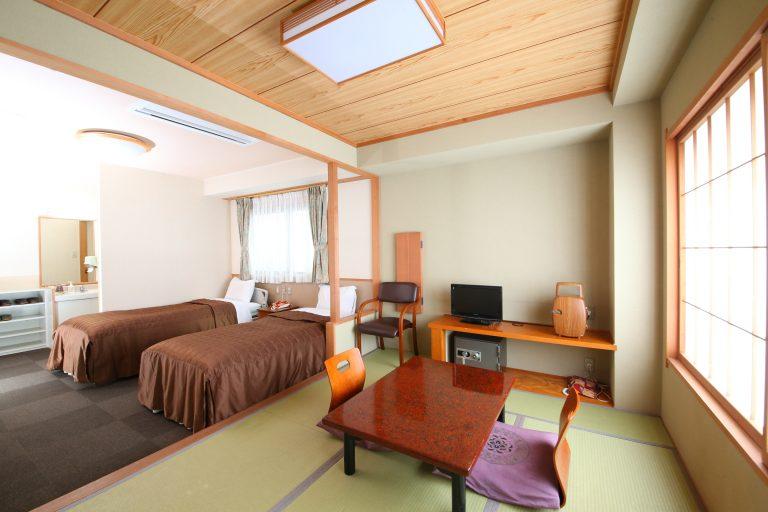宽敞的房间配有私人浴室