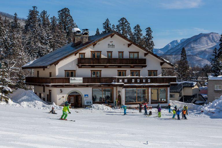 在白馬的中心地帶進行滑雪活動