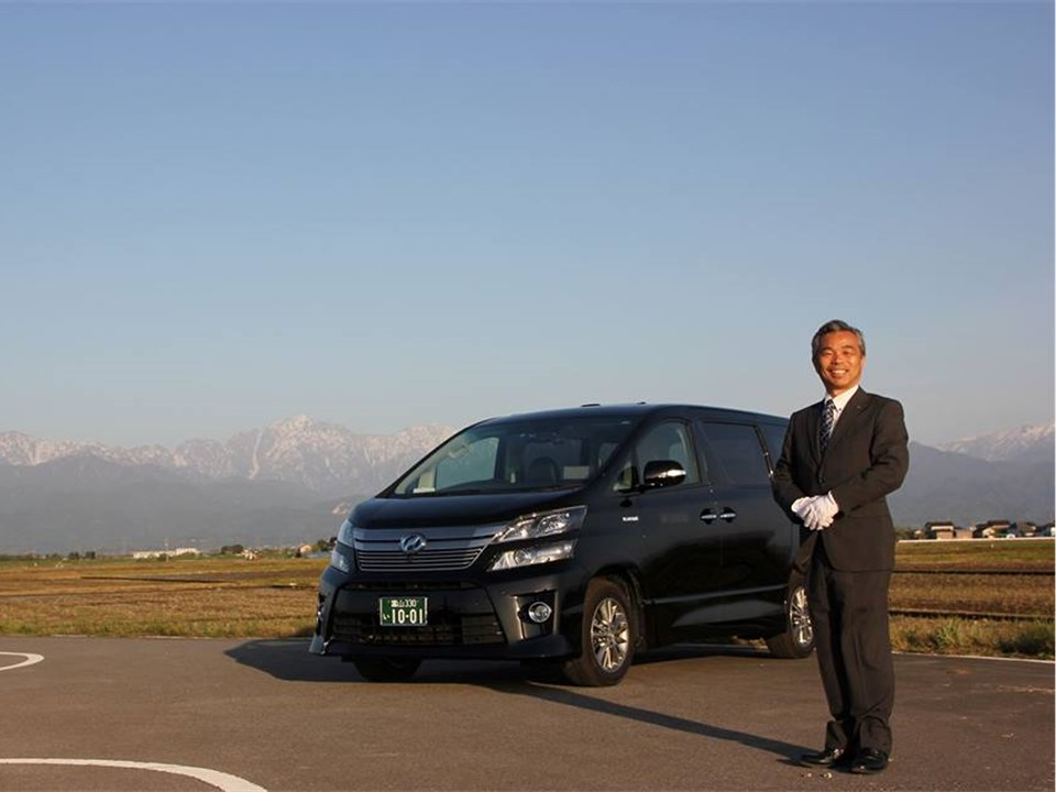 This image has an empty alt attribute; its file name is Toyama-alpine-route-tateyama-mountain-worship-taxi.jpg