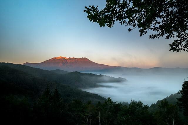 禦嶽山索道和森林徒步之旅
