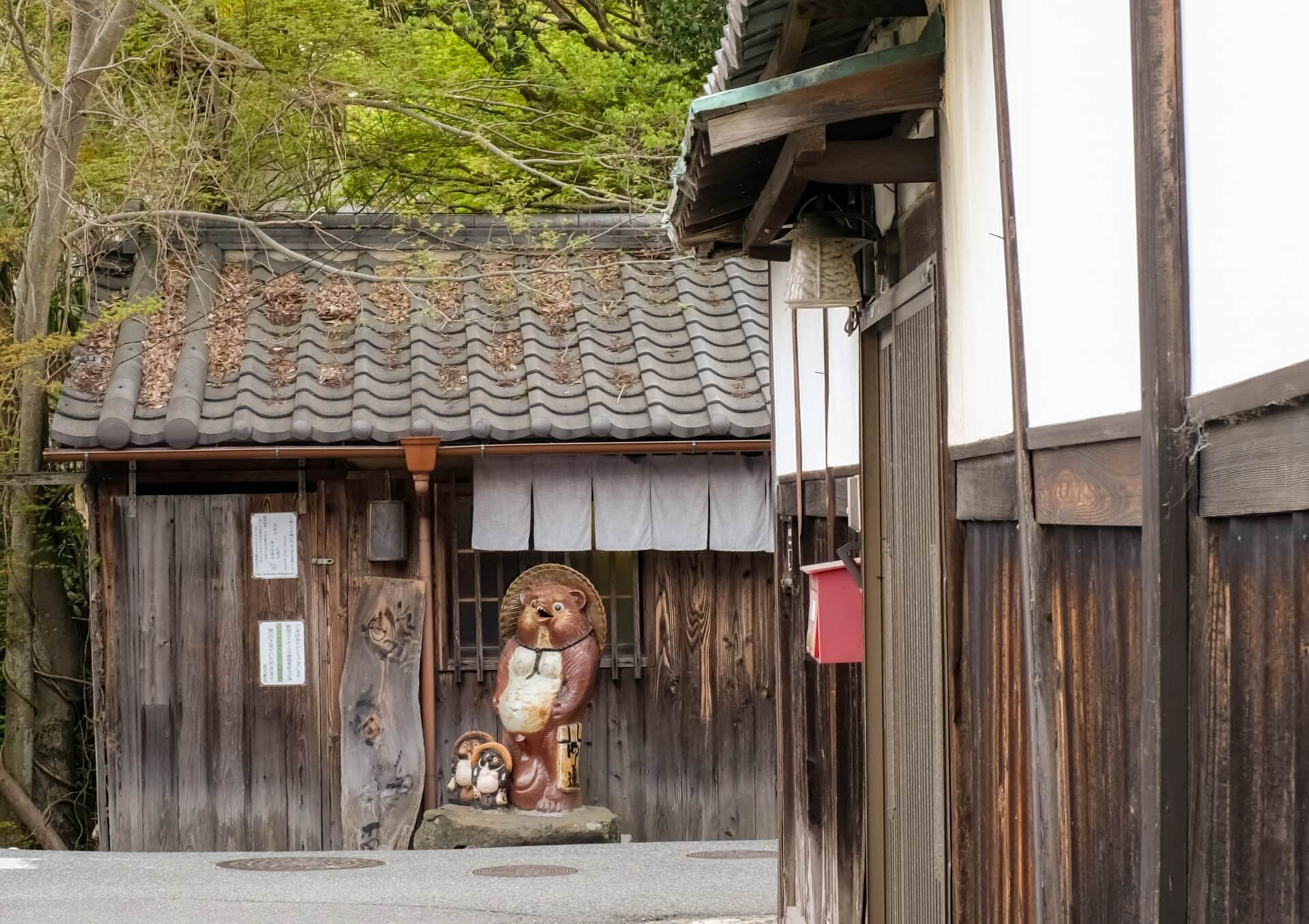 tanuki-statue